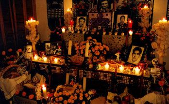 Día de Muertos altar